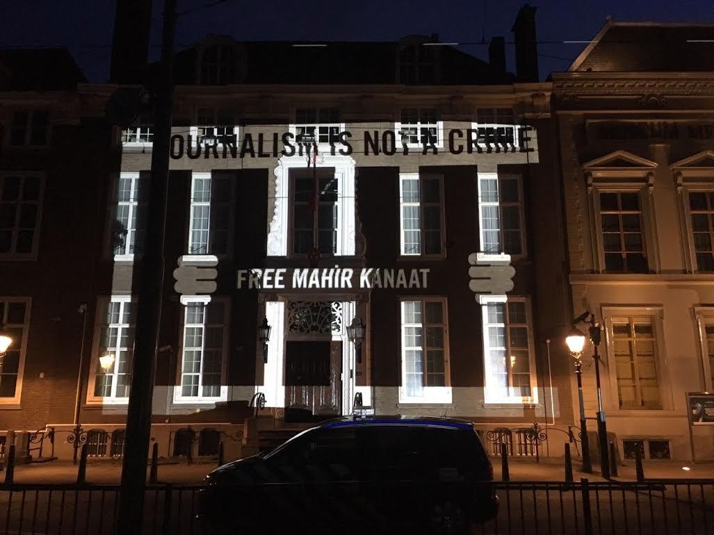Amnesty protesteert met projecties op turkse ambassade den for Turkse reisbureau den haag